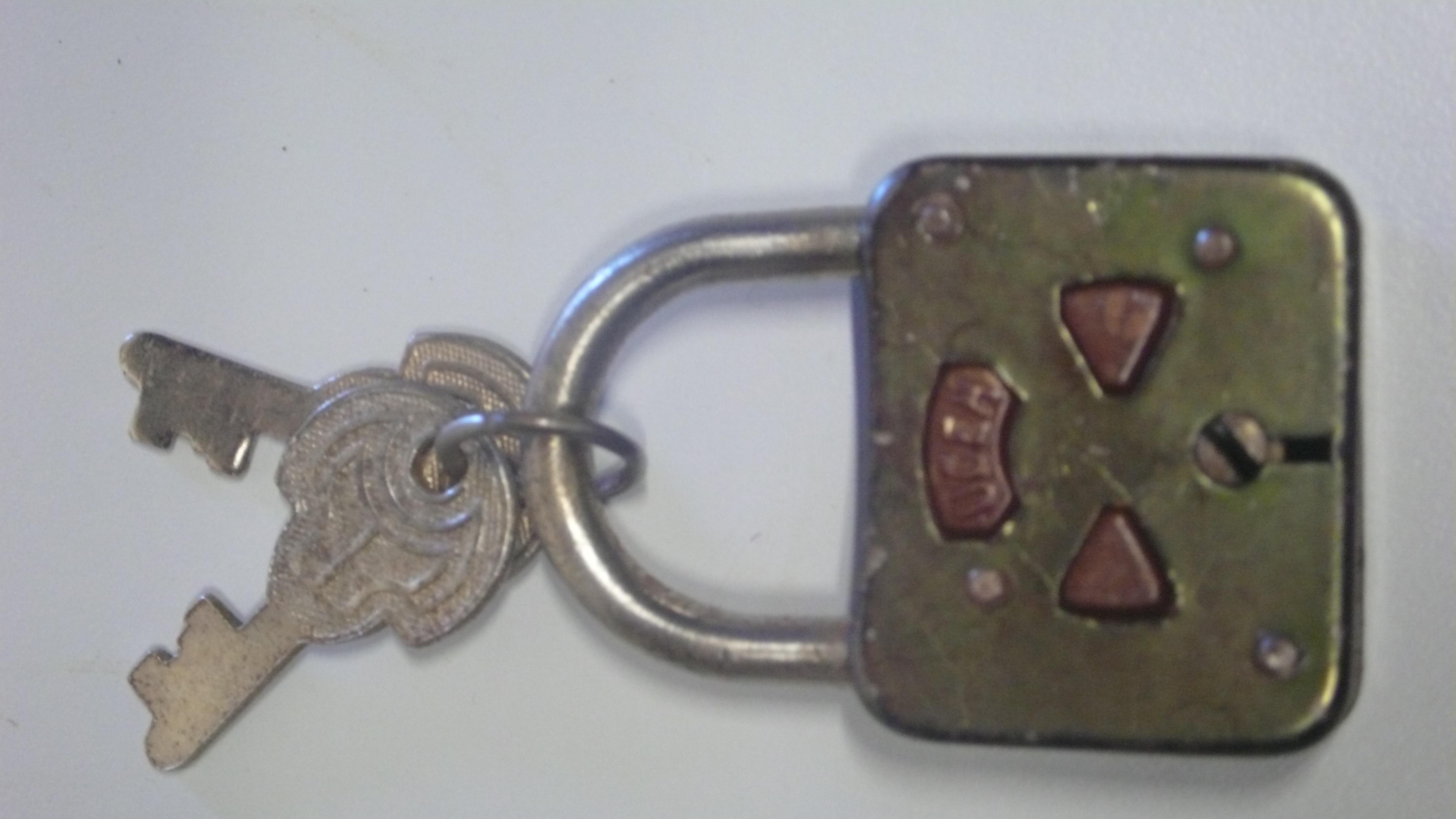 Candado con llaves