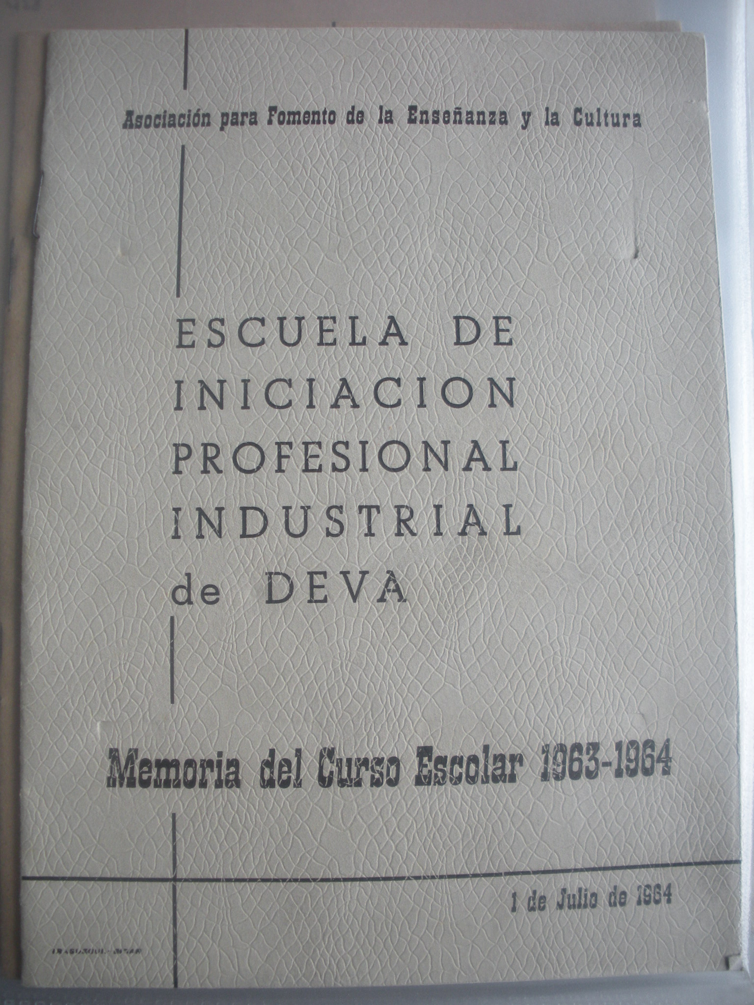 MEMORIA DEL CURSO ESCOLAR 1962 - 1963 DE LA ESCUELA DE INICIACIÓN PROFESIONAL INDUSTRIAL DE DEVA