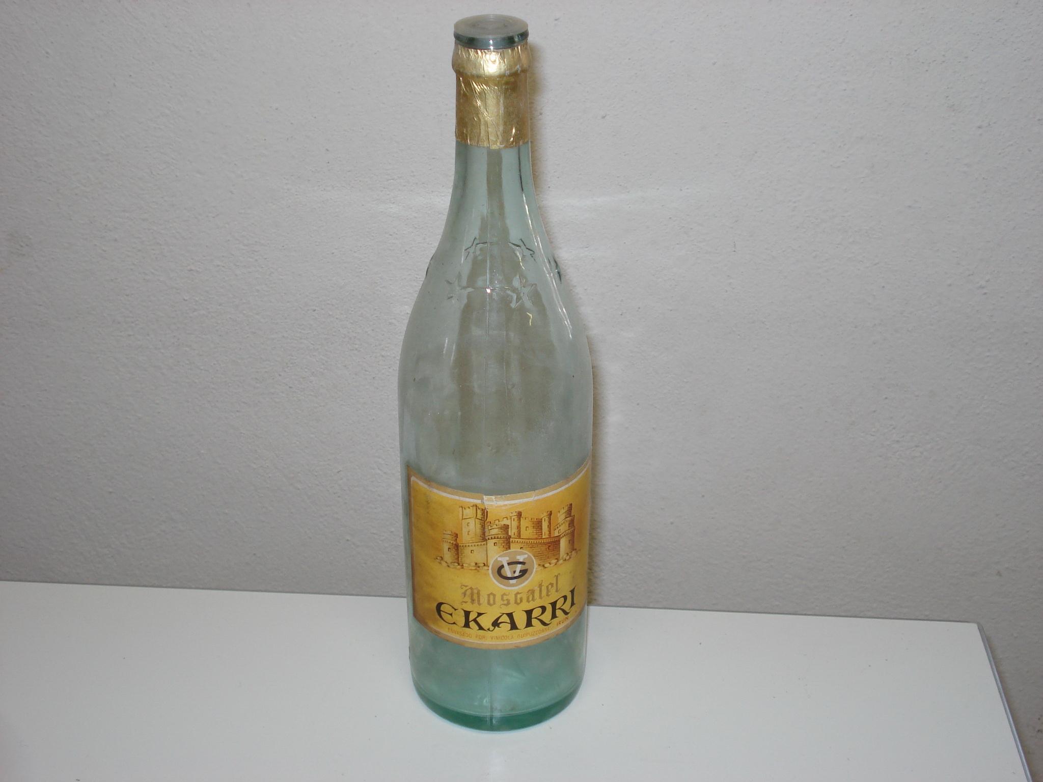 Botella de moscatel EKARRI