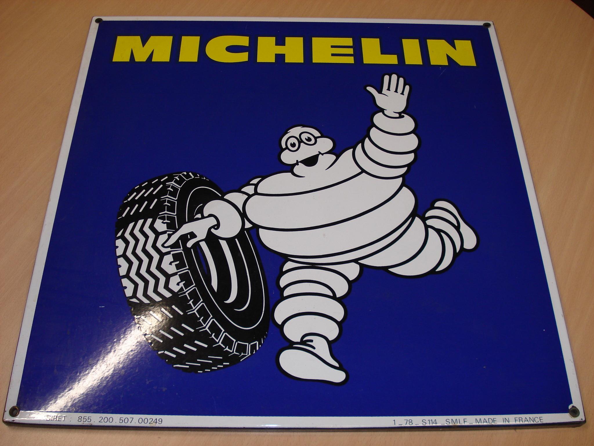Cartel publicitario de MICHELIN