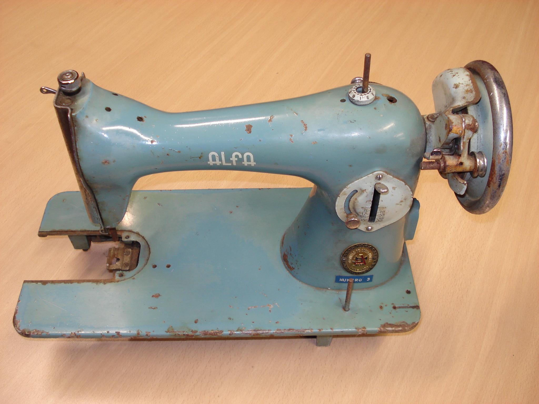 Máquina de coser manual ALFA