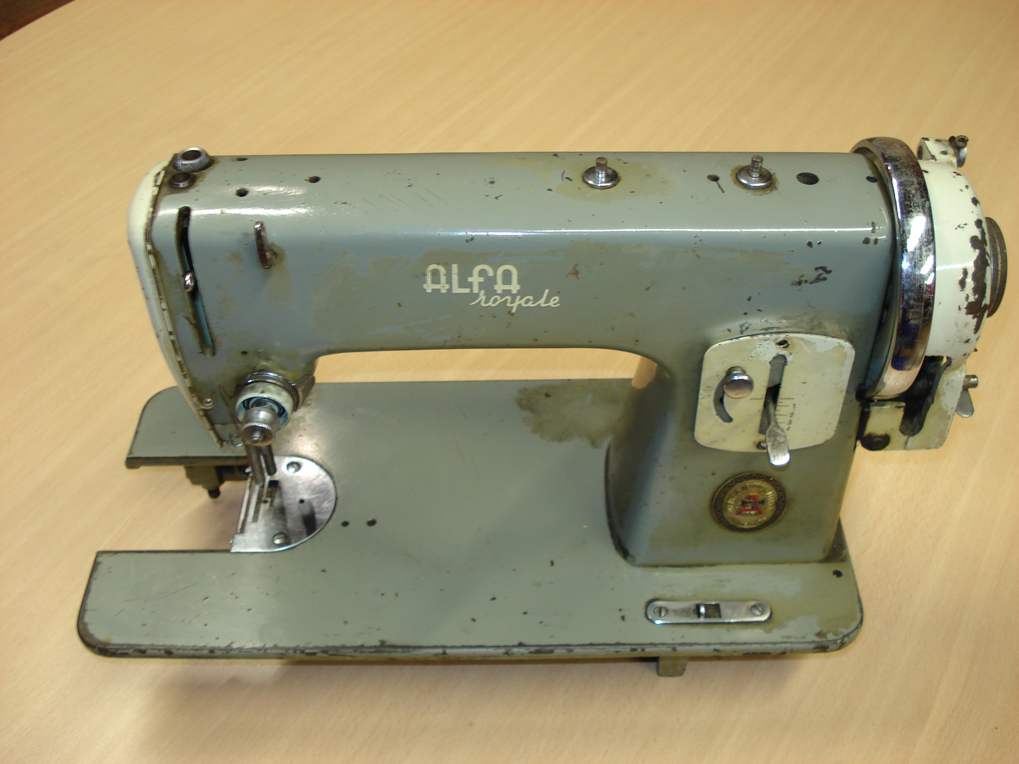 Máquina de coser manual ALFA Mod. Royale