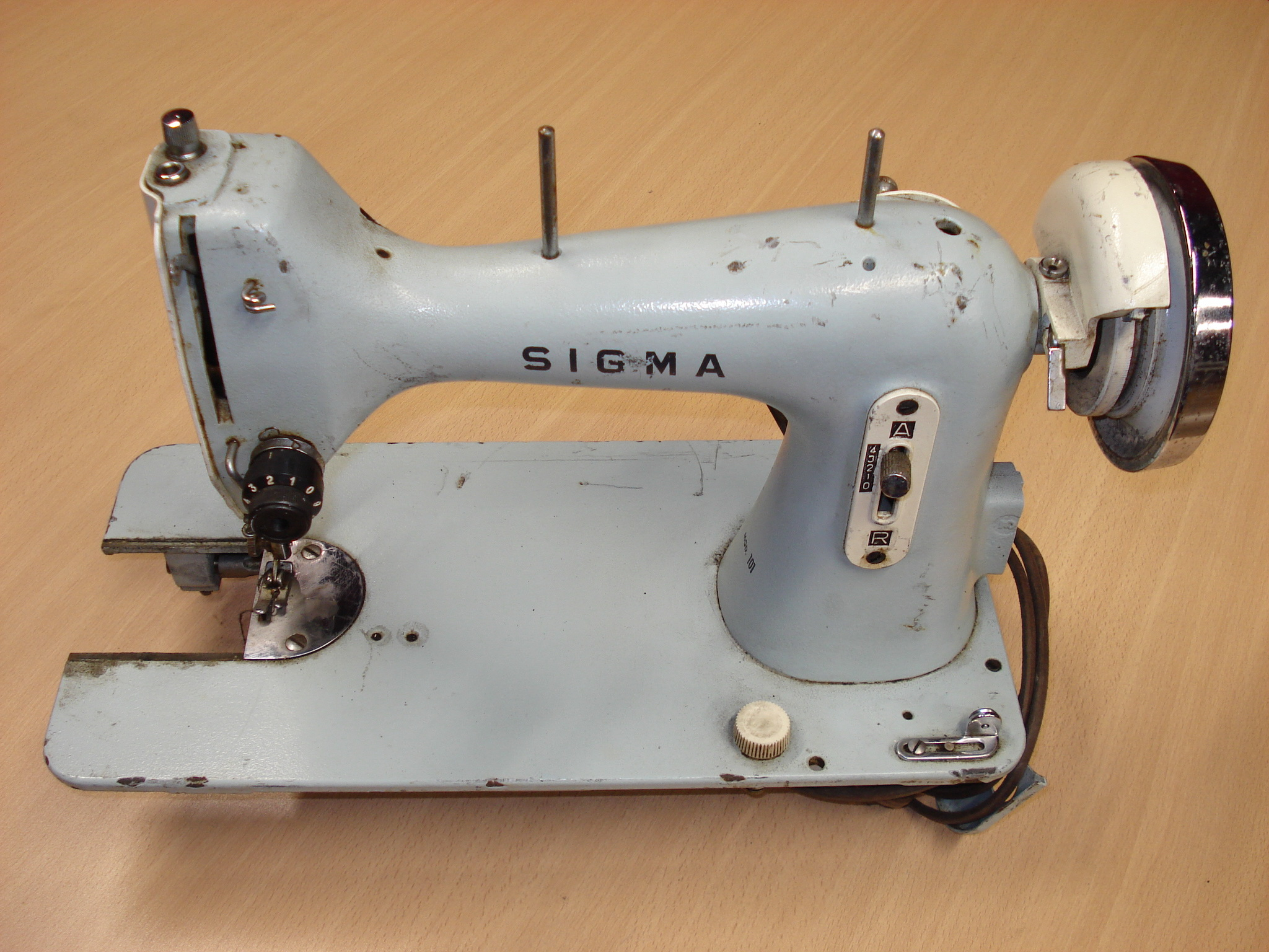 Máquina de coser eléctrica SIGMA Mod. 101