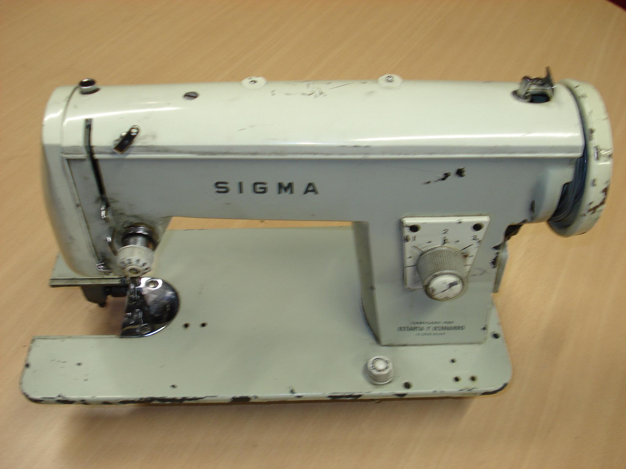 Máquina de coser eléctrica SIGMA Mod. P