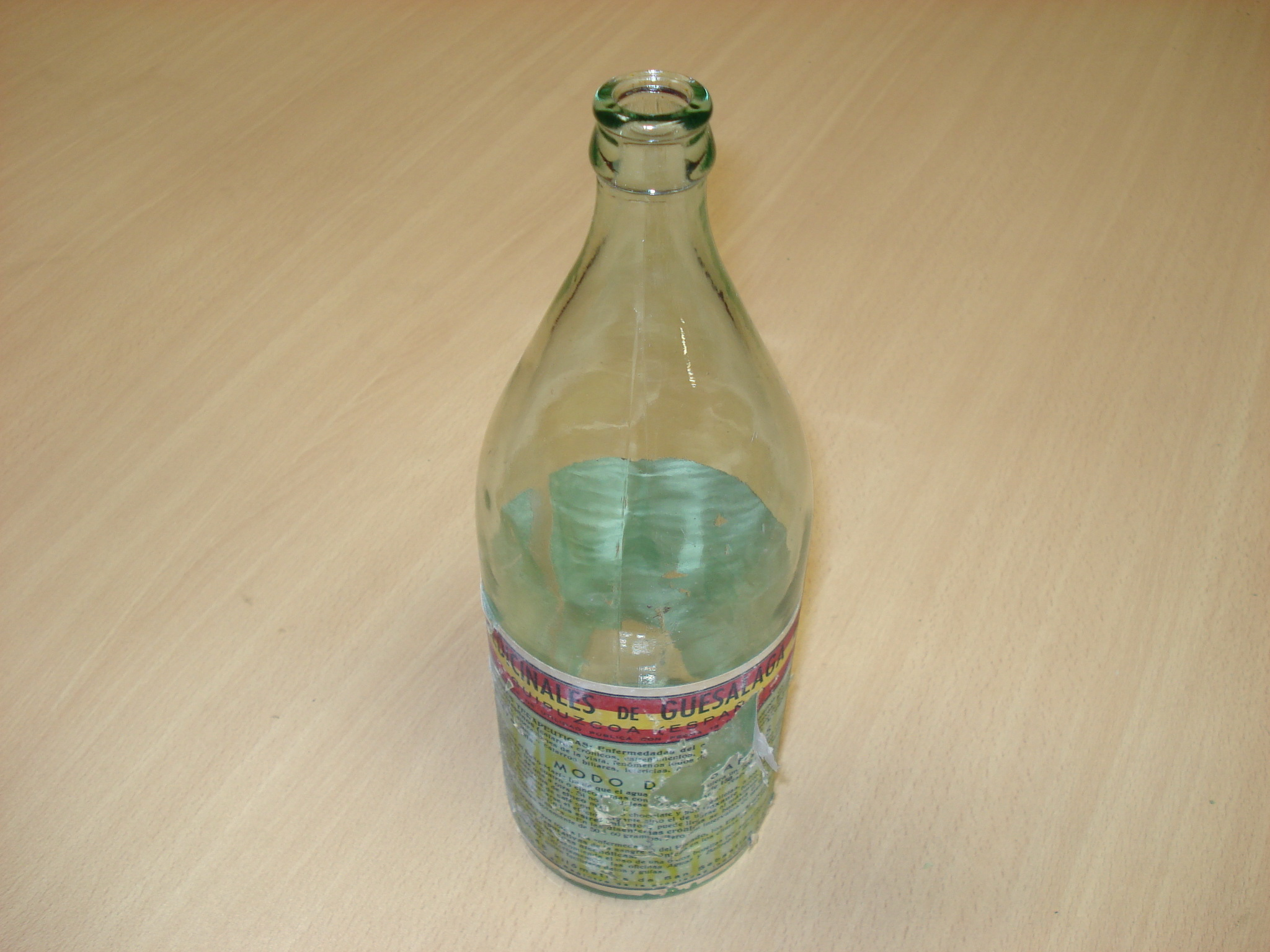Botella de aguas medicinales  de Guesalaga en Cestona