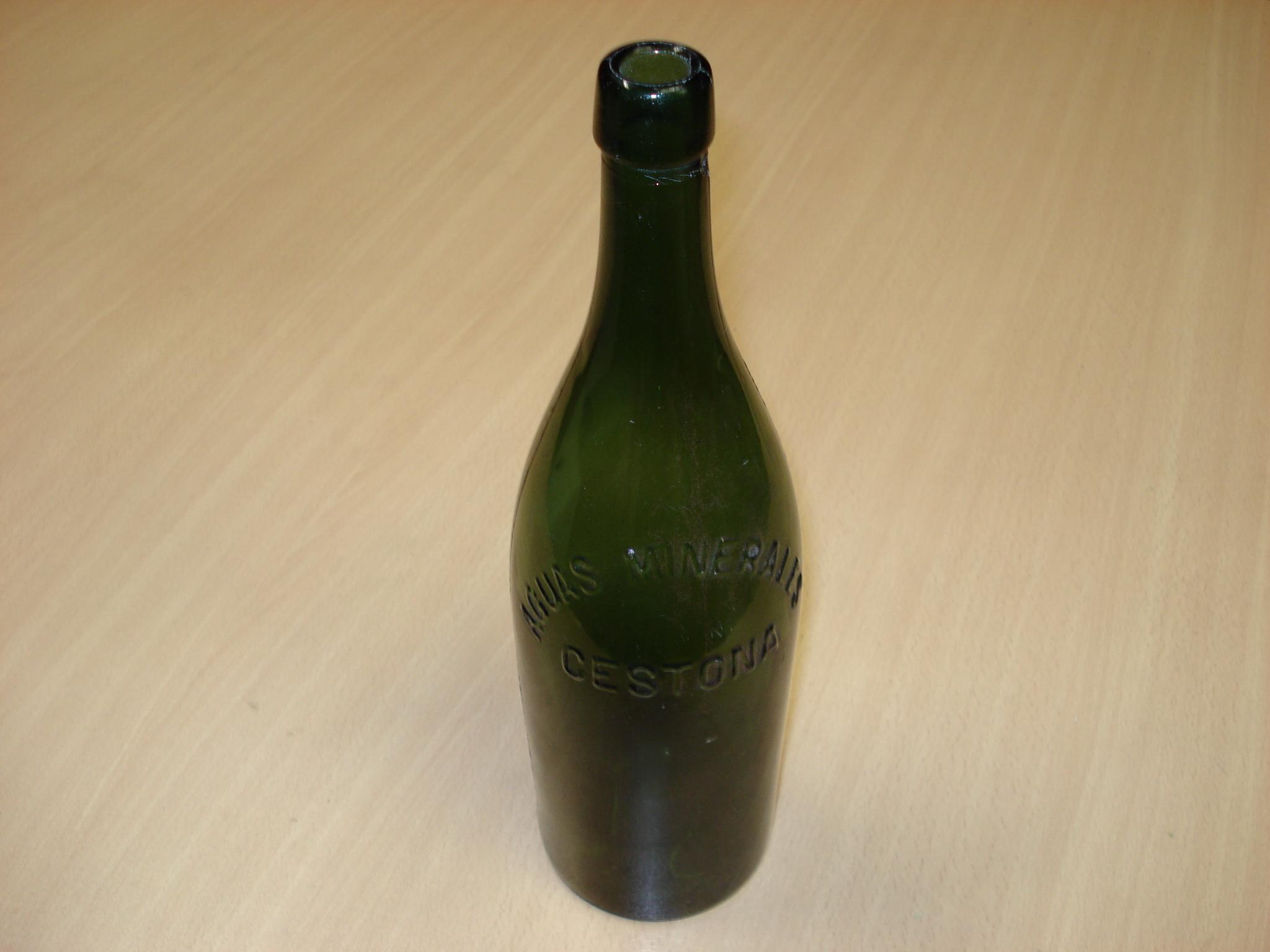 Botella de aguas minerales Cestona