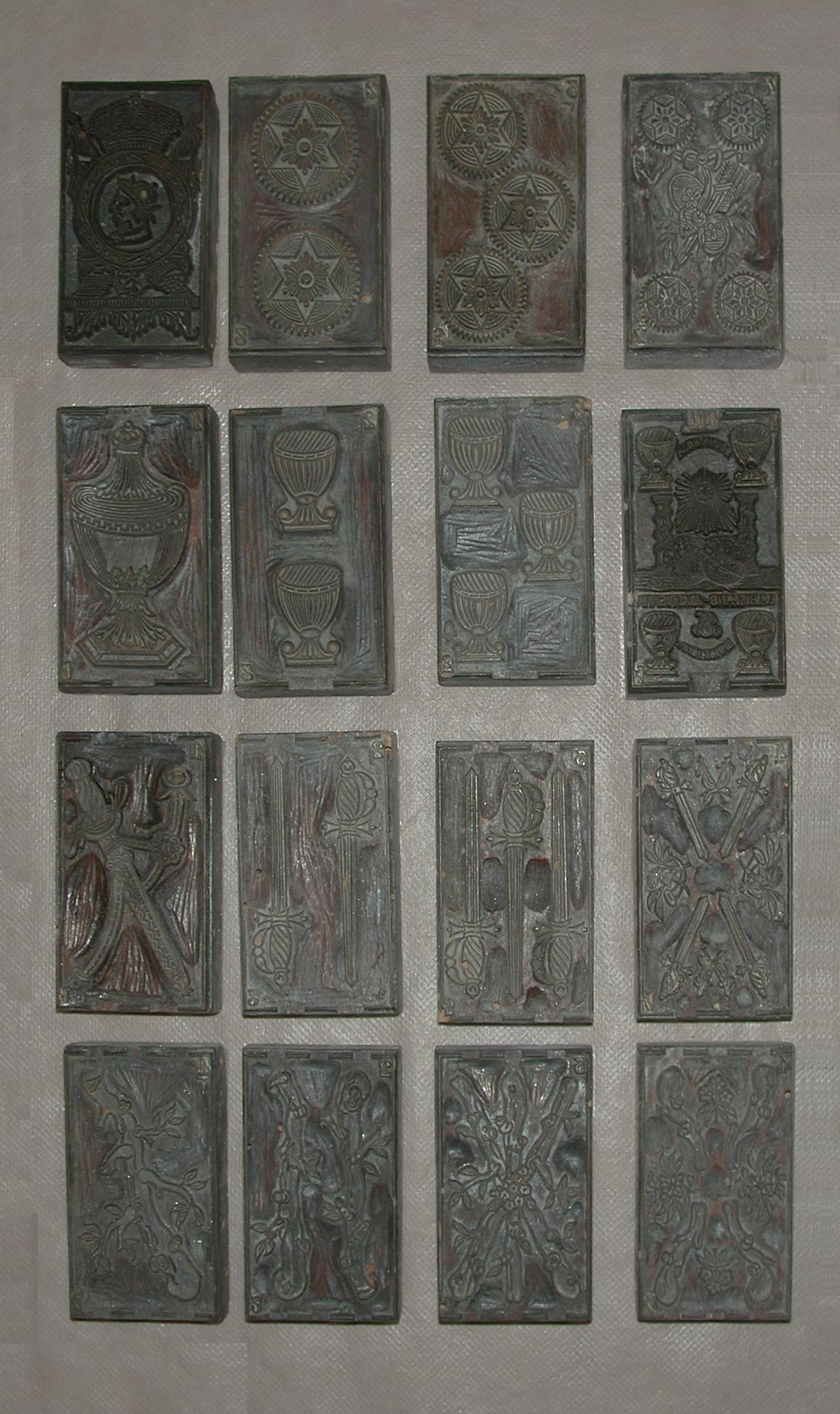 Cuarenta y ocho tallas de madera de boj en tacos sueltos para baraja de estilo catalán. La Hispano Americana