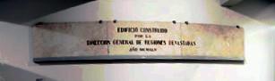 Placa procedente de la fachada del mercado de Errebal
