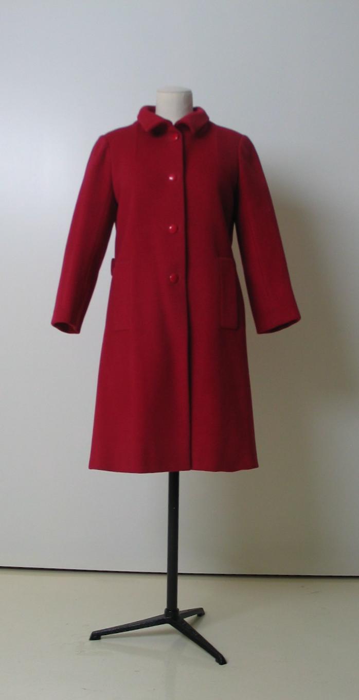 Abrigo en lana rojo cereza