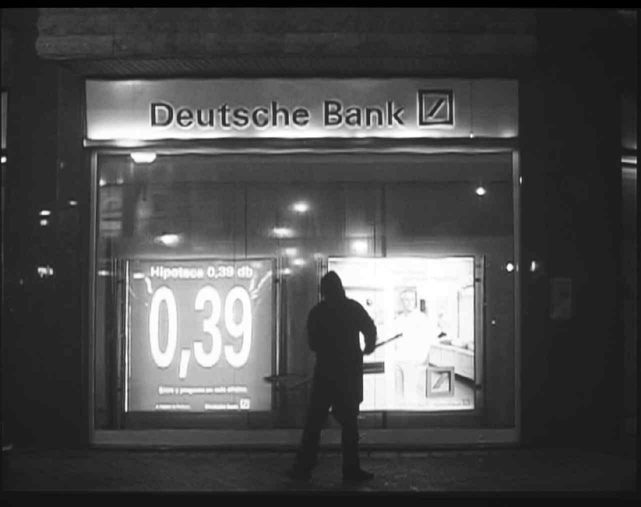 Aportación de trabajo gratuito al Grupo Deutsche Bank. Los cristales de una sucursal de Deutsche Bank fueron limpiados sin recibir a cambio remuneración alguna