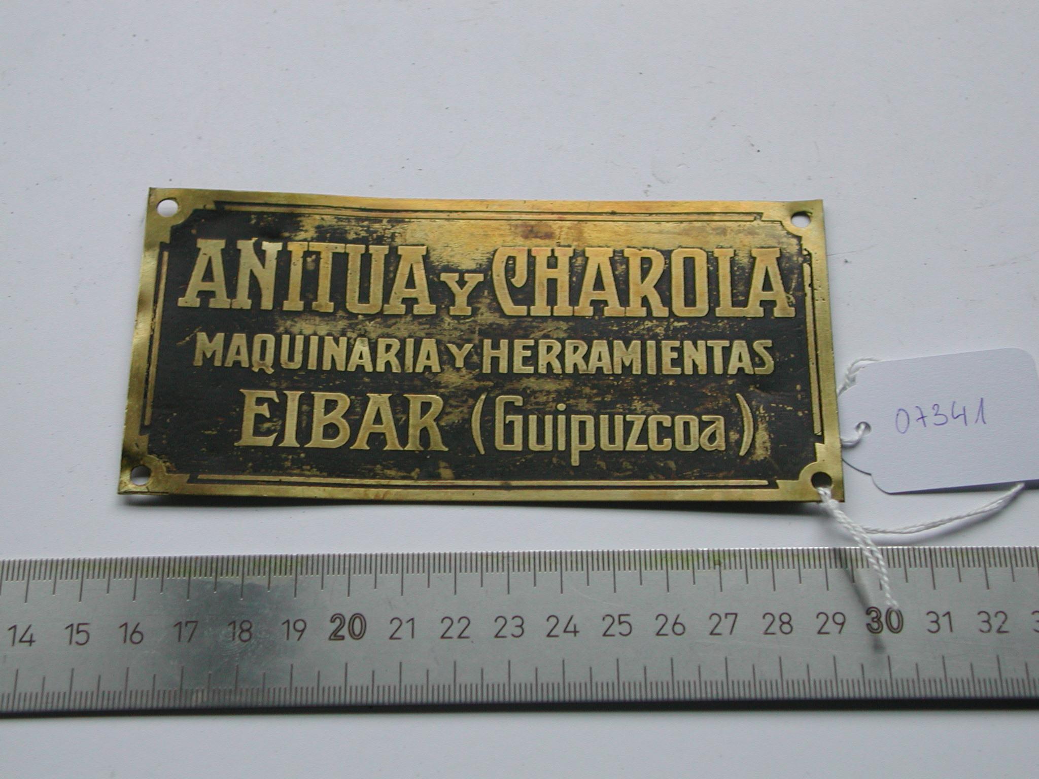 Placa identificativa para maquinaria producida por ANITUA y CHAROLA
