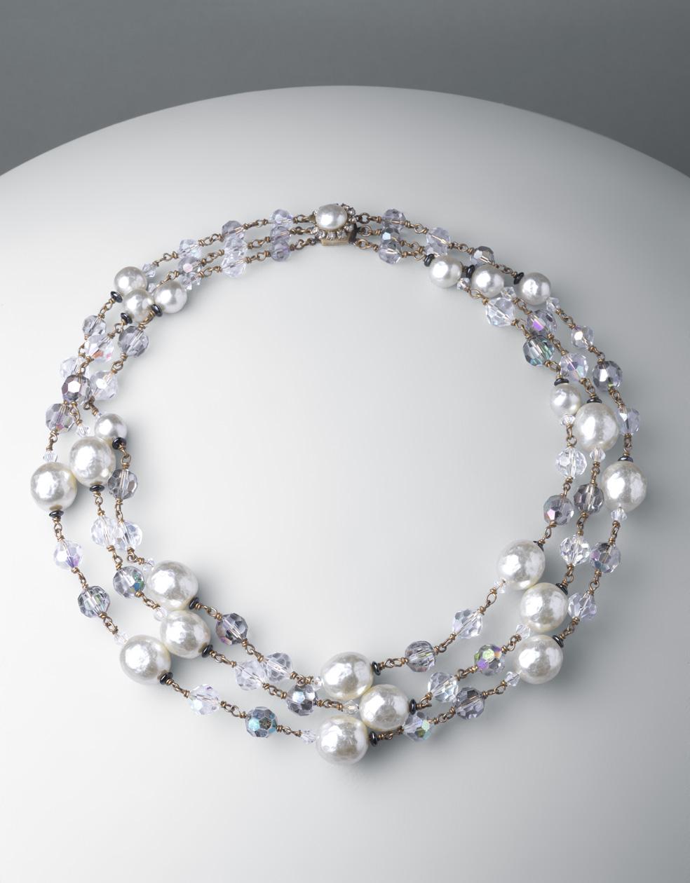 Gargantilla. metal dorado, cristales d Bohemia y perlas esféricas blancas