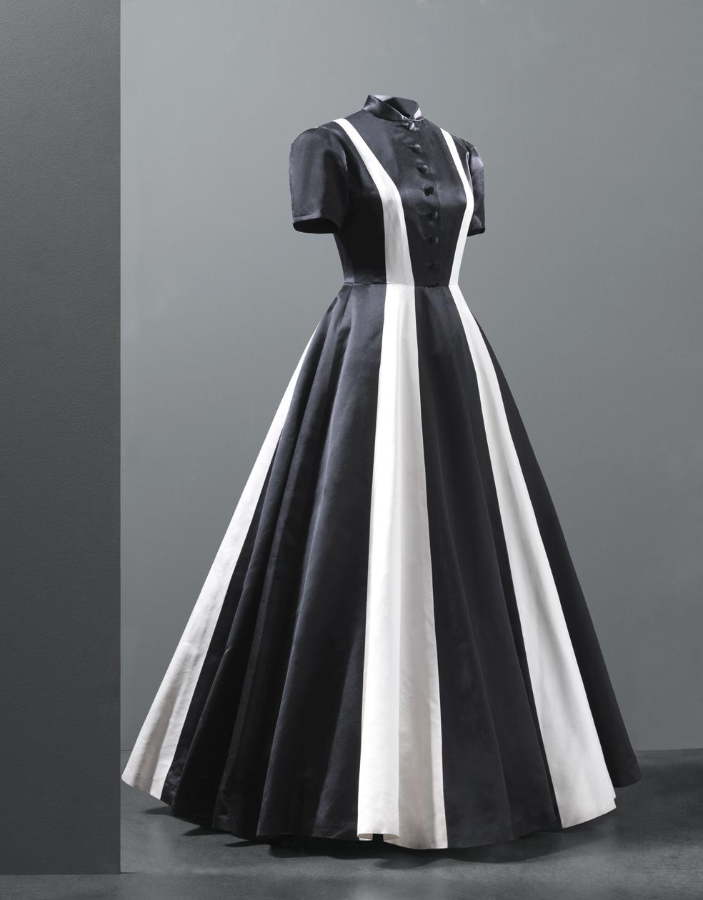 Vestido de noche en satén de colores negro y marfil