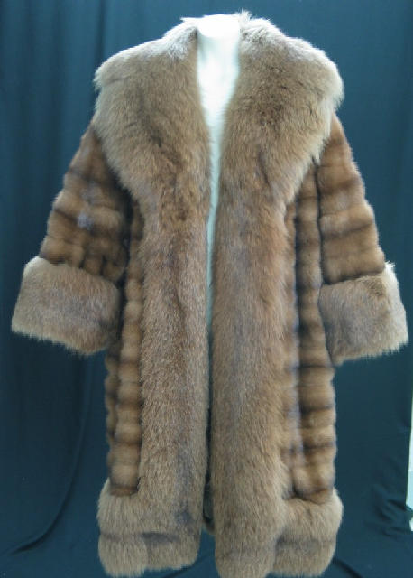 Abrigo largo de visón salvaje