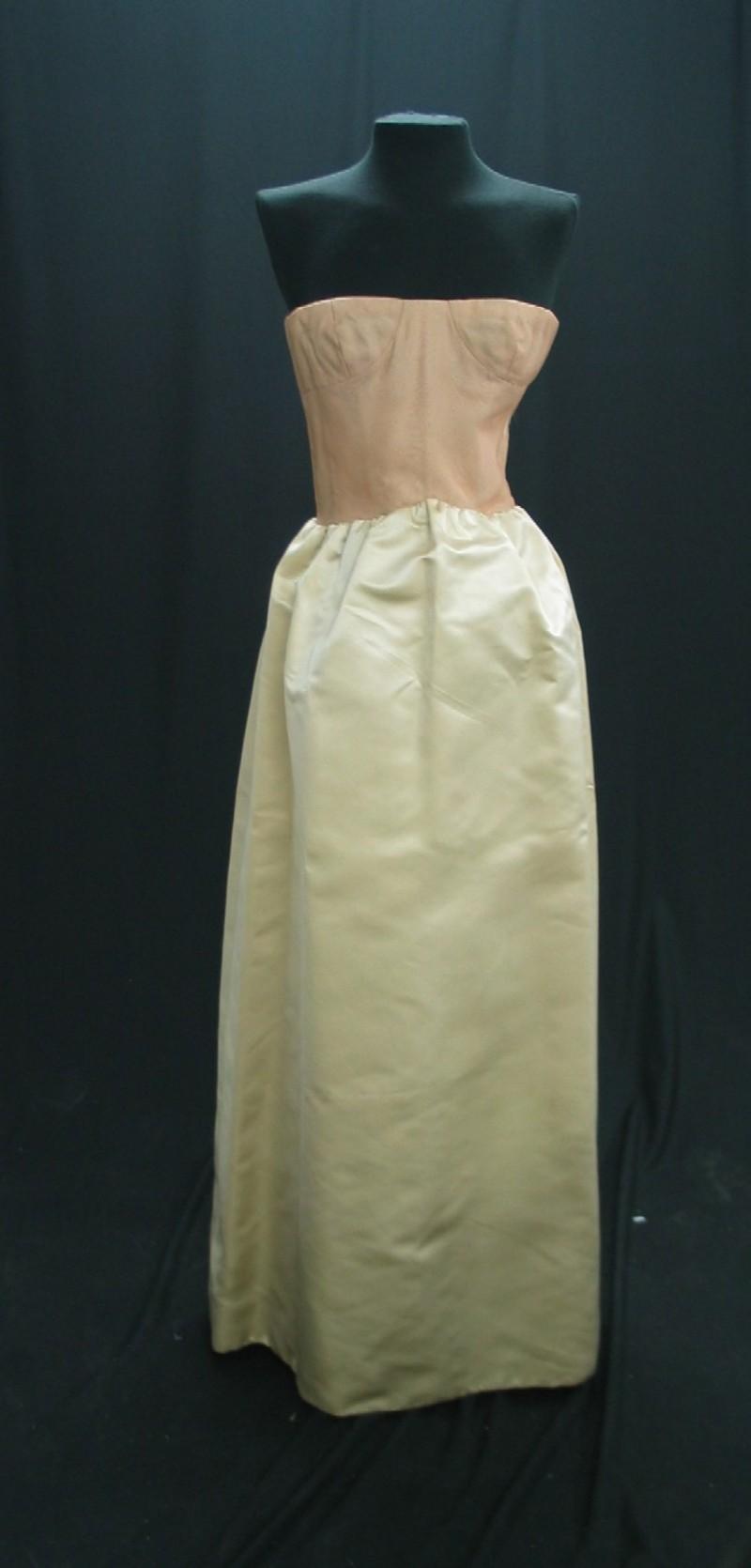 Bustier con falda larga de raso marfil