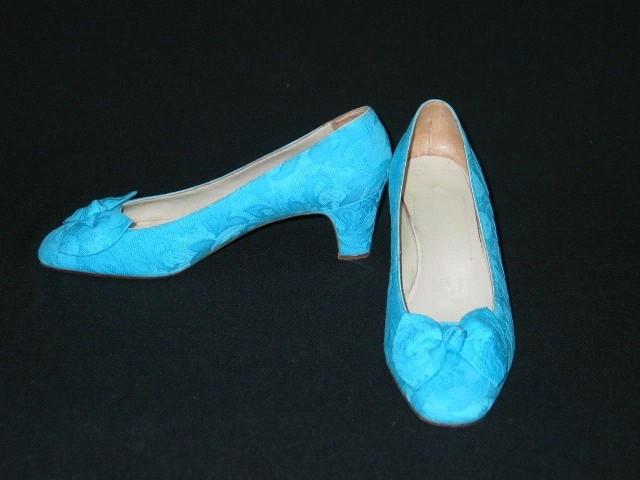 Zapatos de cuero forrados con tejido labrado azul