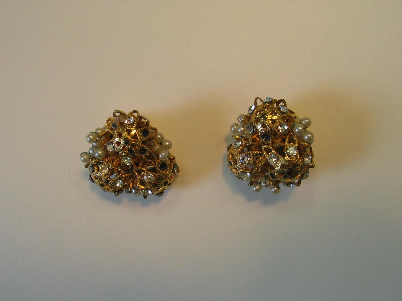 Pendientes de metal dorado con imitación de perlas y brillantes