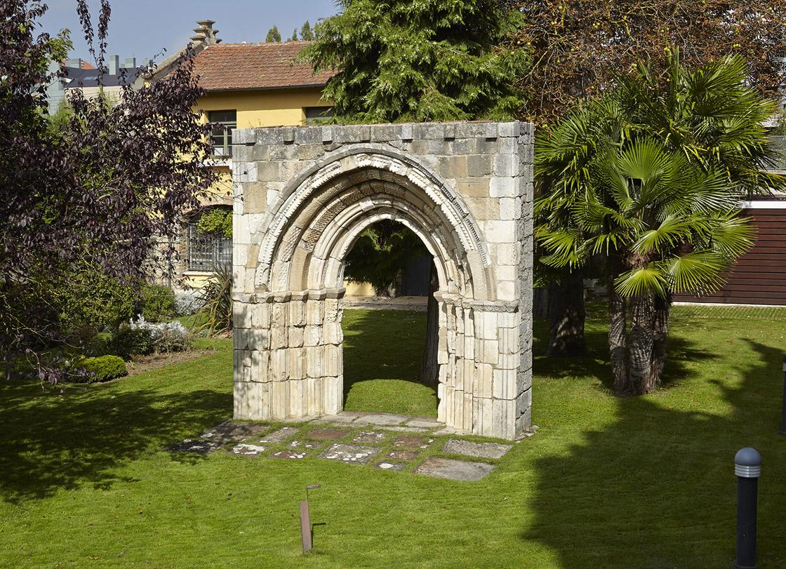 Portada de San Martín de Guessal (Maeztu)