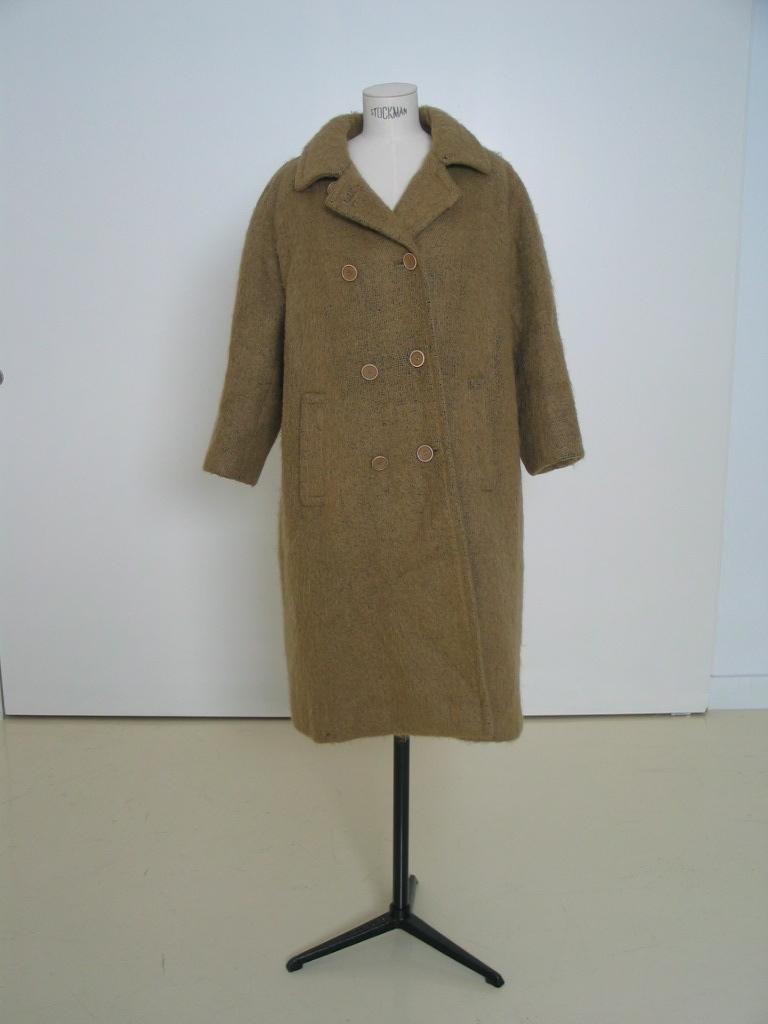 Abrigo de mohair beige , con botonadura doble