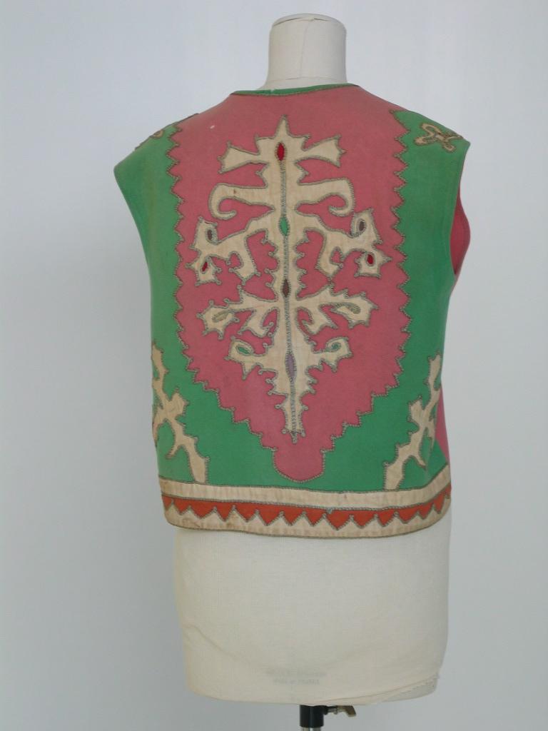 Chaleco  de lana rosa con aplicaciones en la espalda