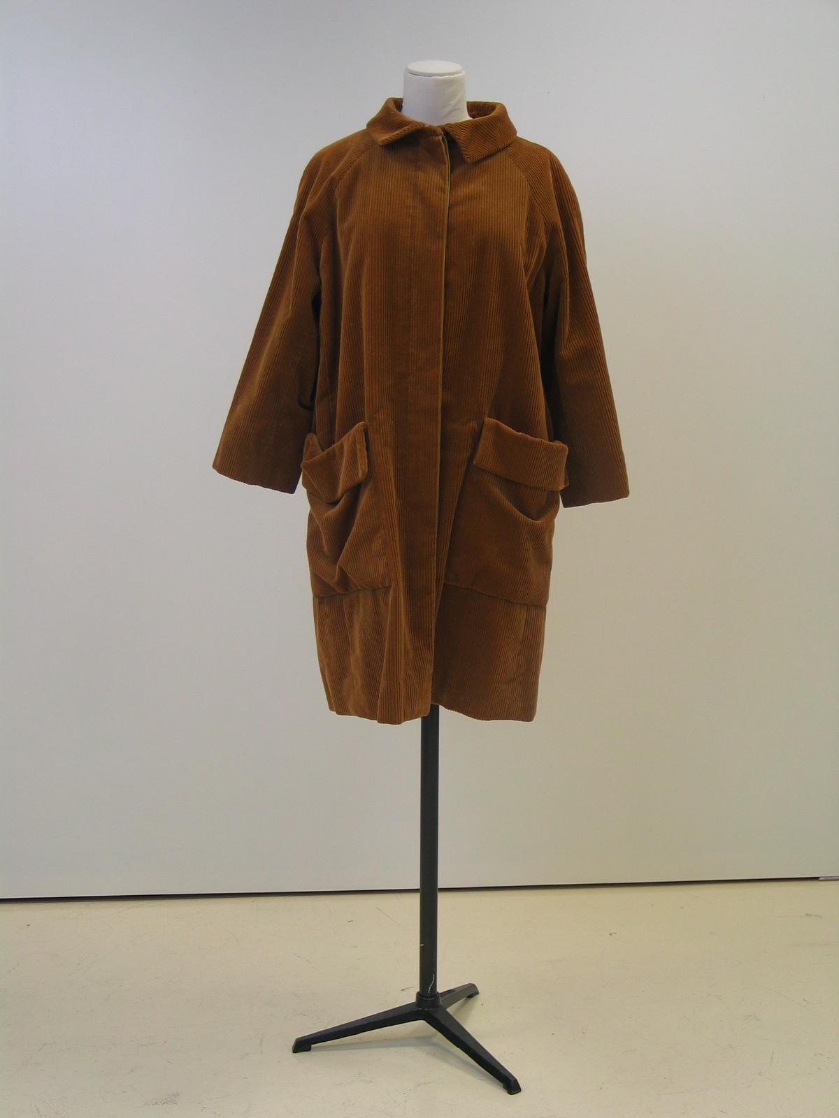Gabardina en pana marrón