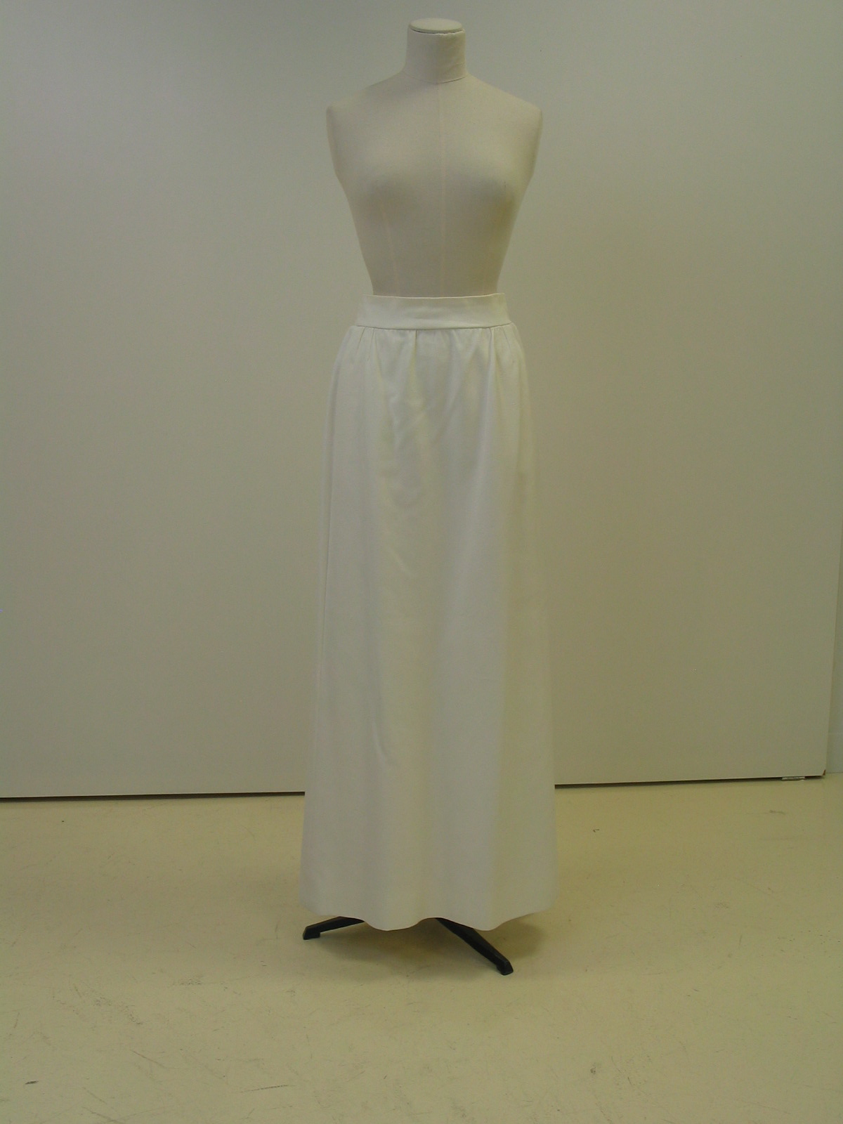 Falda de noche en sarga blanca