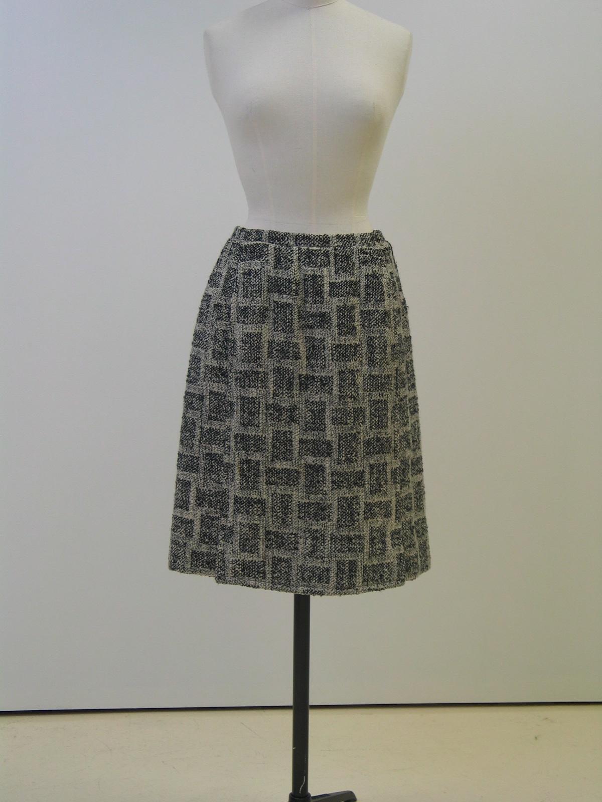 Falda en tweed quadrille blanco y negro