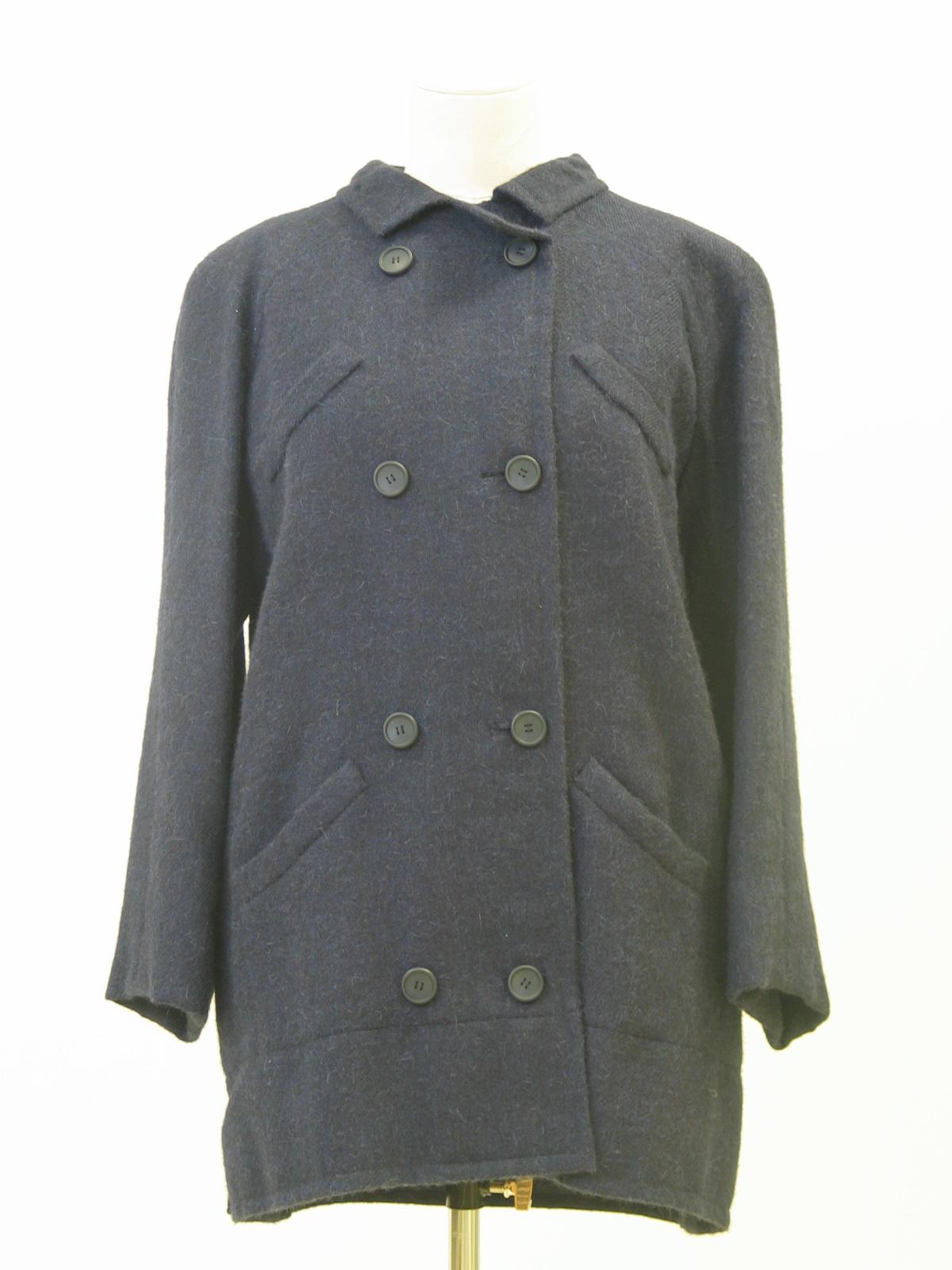 Chaqueton en lana mohair azul marino con botonadura doble.
