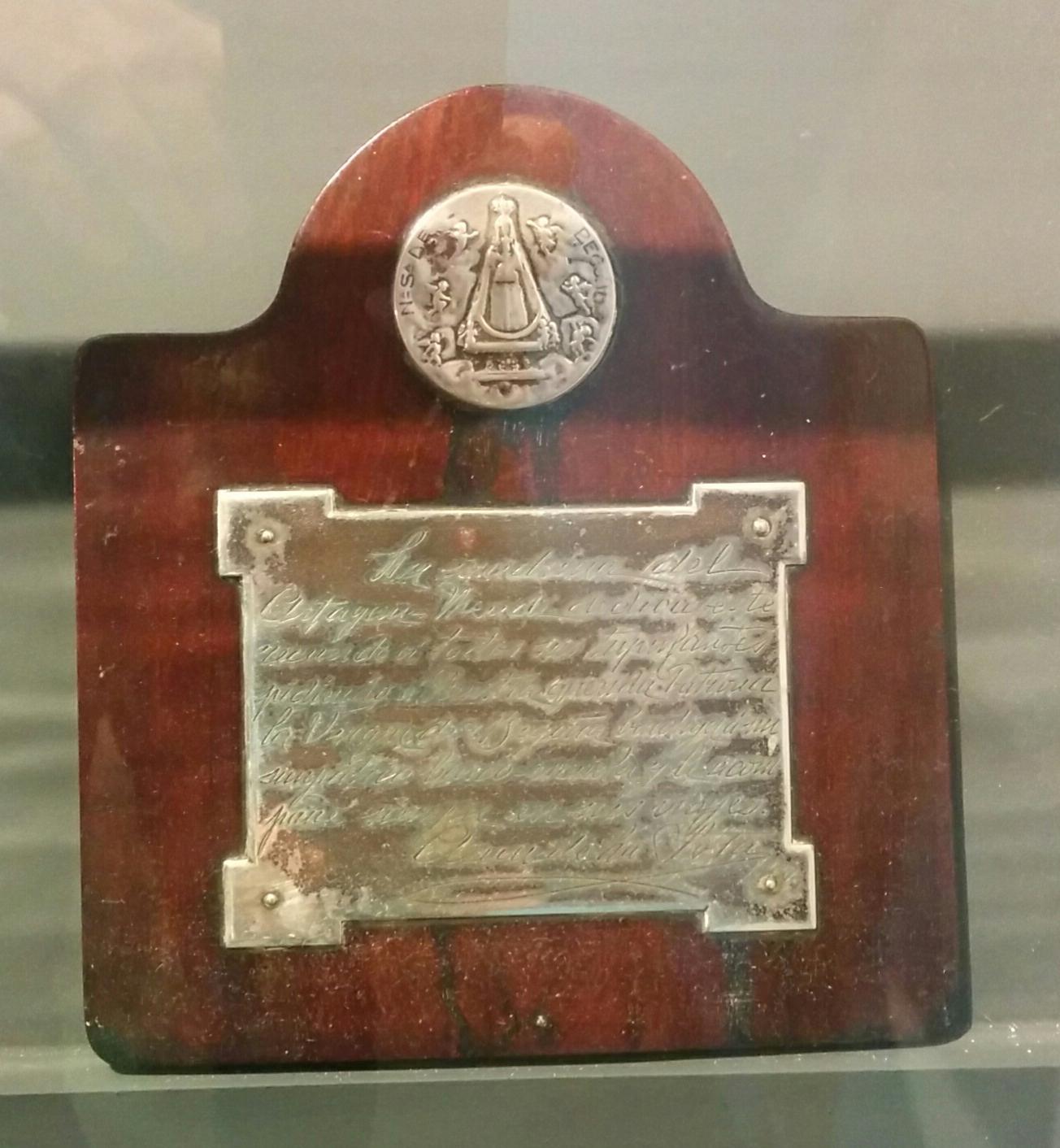 Recuerdo de la madrina de la botadura del buque 'Artagan Mendi' para todos los tripulantes