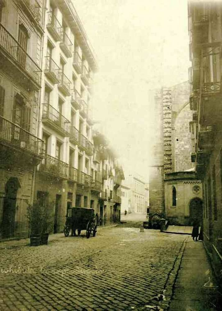 San Sebastián. Parte Vieja. Calle de 31 de Agosto. Esquina a San Vicente.