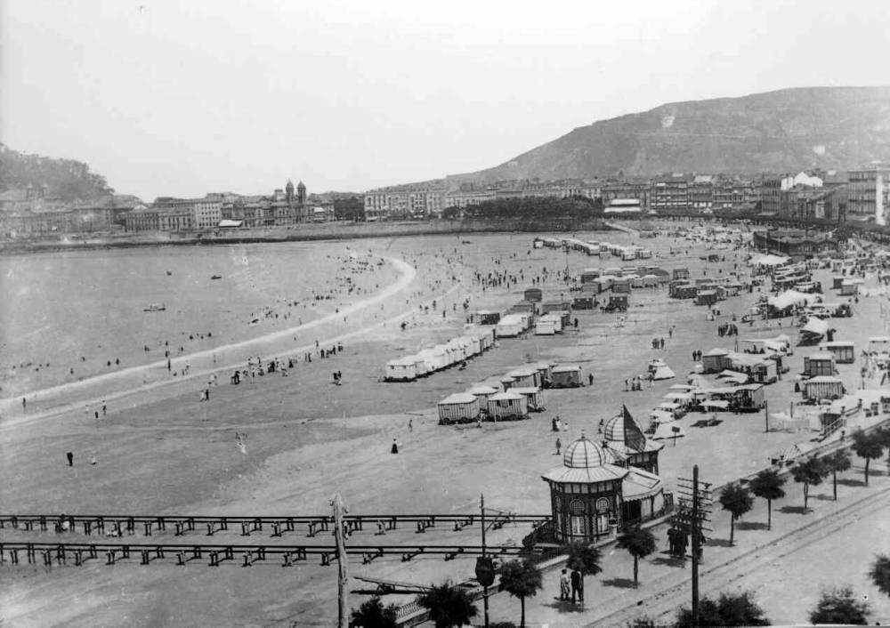 """Vista general de la Playa de la Concha"""