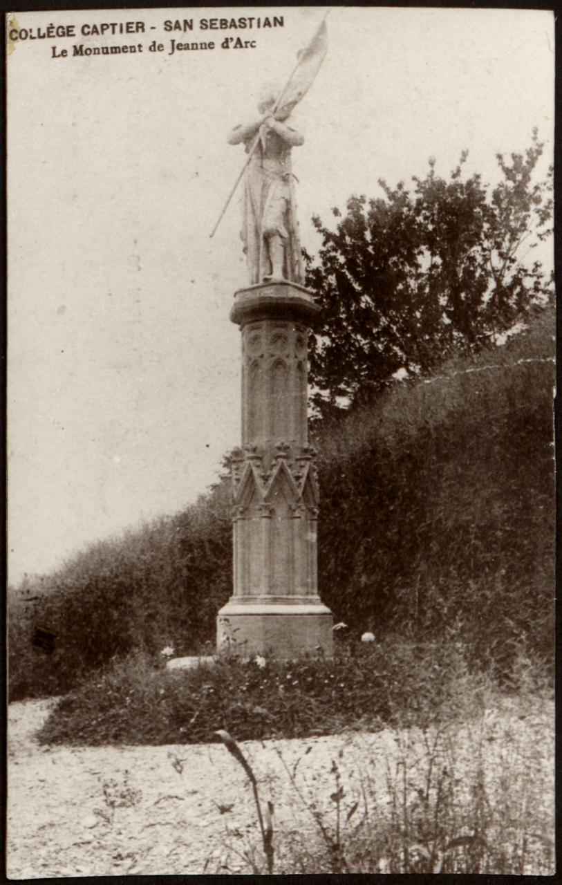 Collége Captier. San Sebastián. Le monument de Jeanne D'Arc.