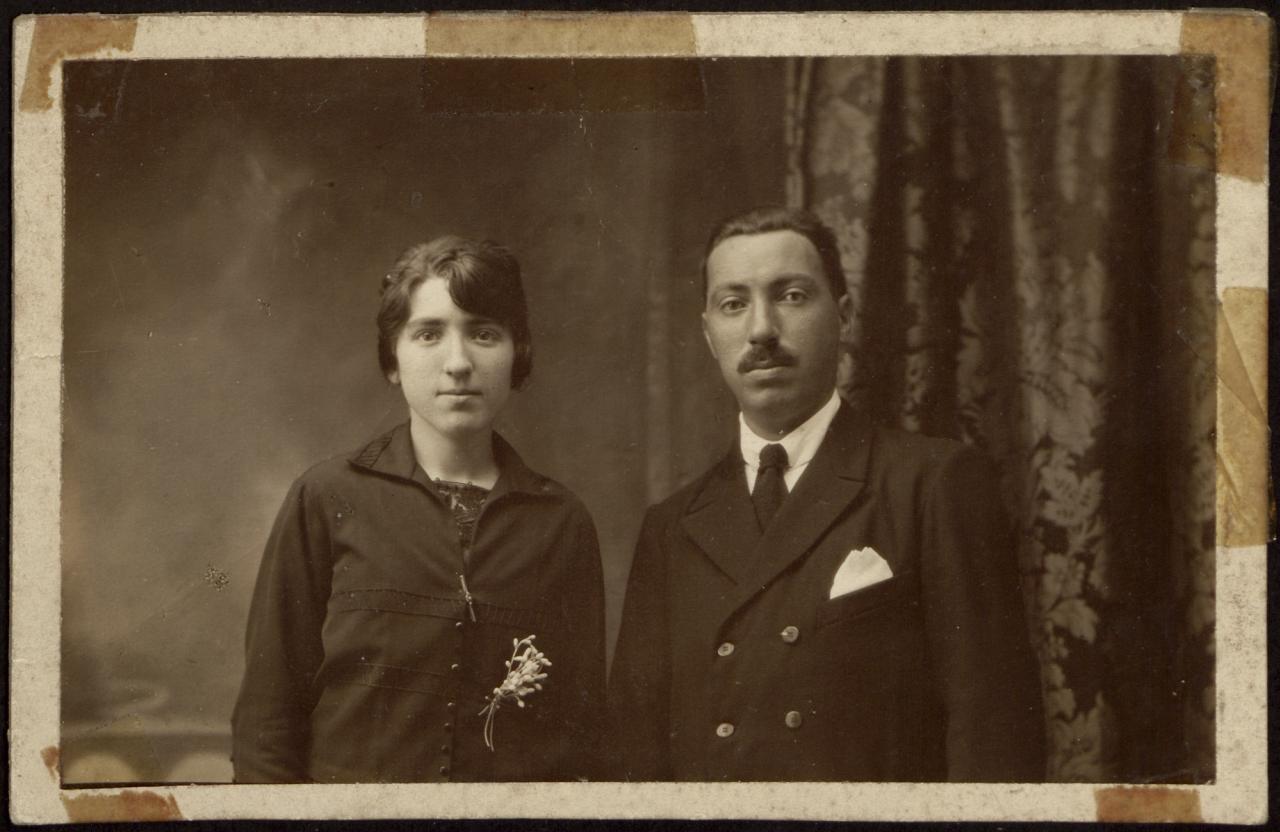 Retrato de estudio de pareja joven
