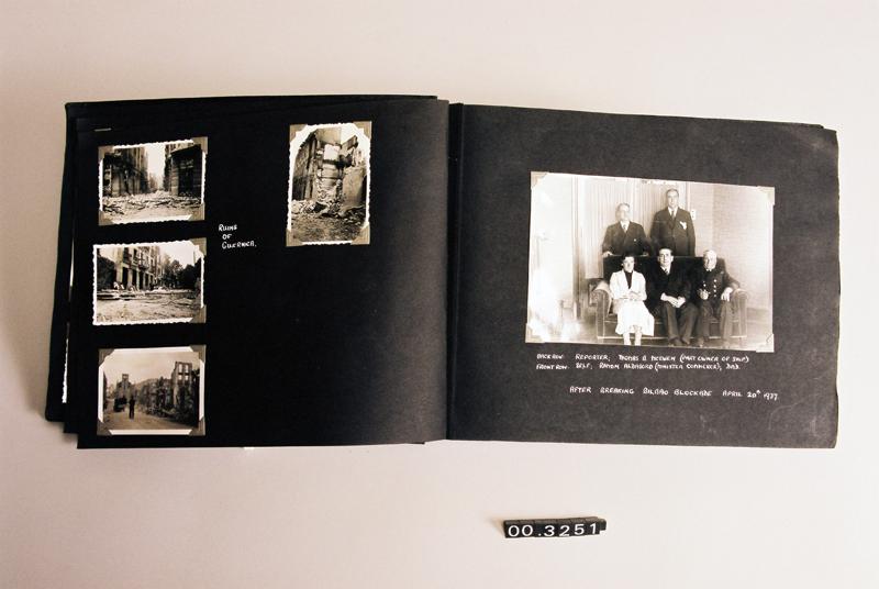 [Album fotográfico / Photographs Captain W. H. Roberts]