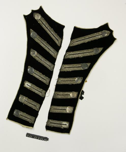 Fragmento de pechera de uniforme militar