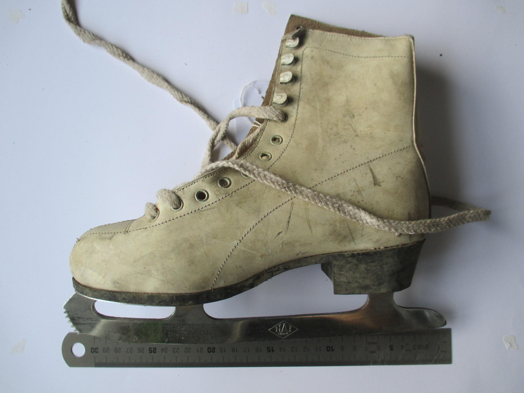 Patín de bota blanco para hielo