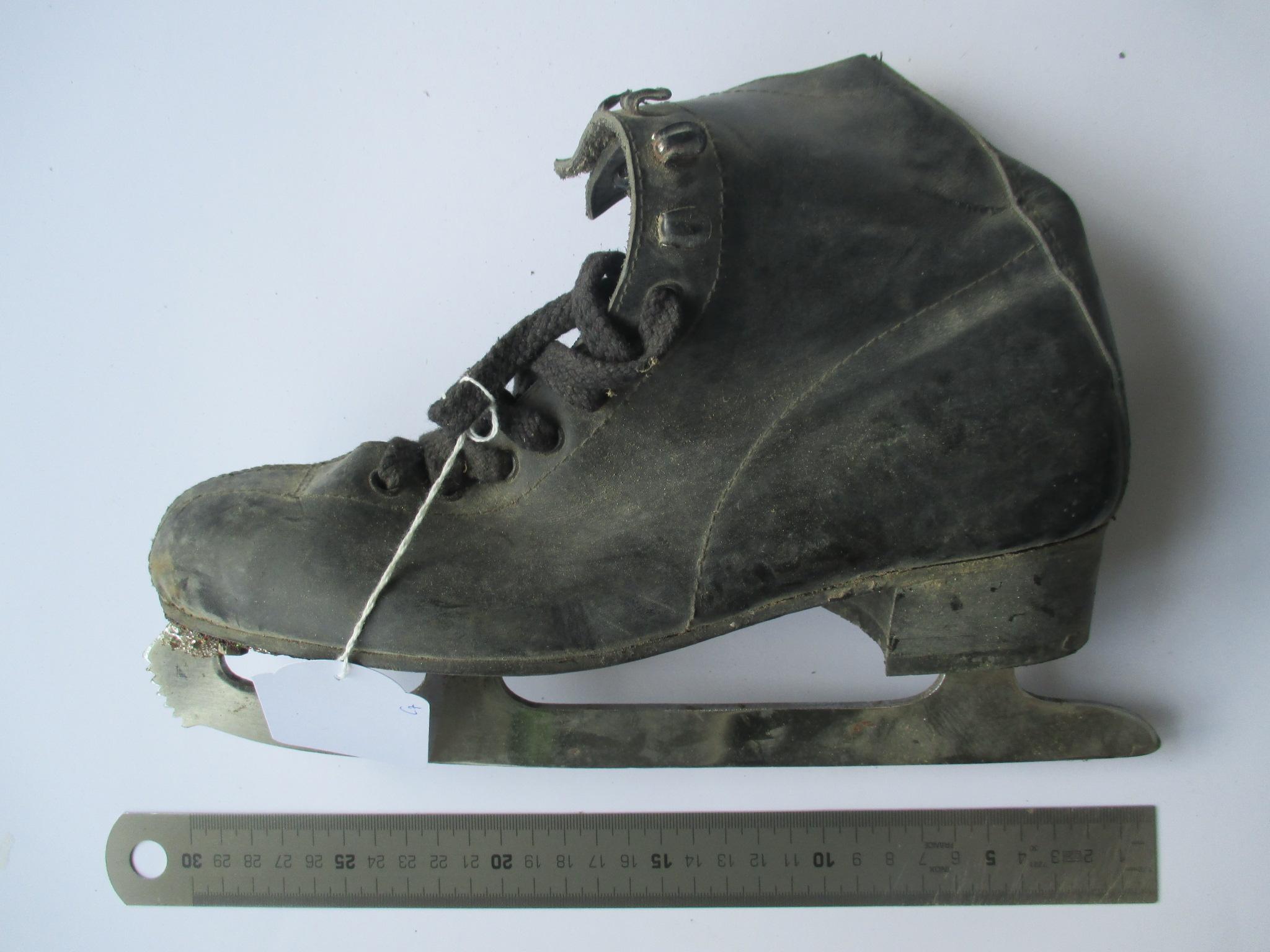 Patín de bota negro para hielo