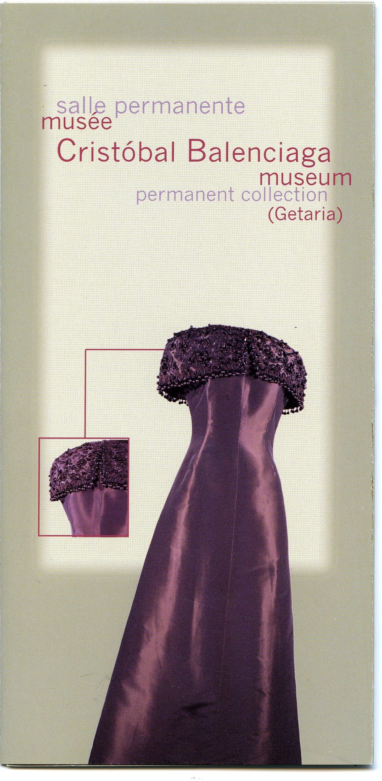 Folleto de la exposición permanente de Balenciaga en Getaria en frances e ingles.