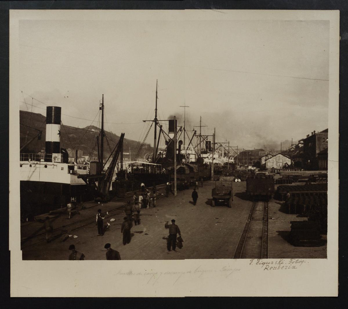 Muelles de carga y descarga de buques en Pasajes