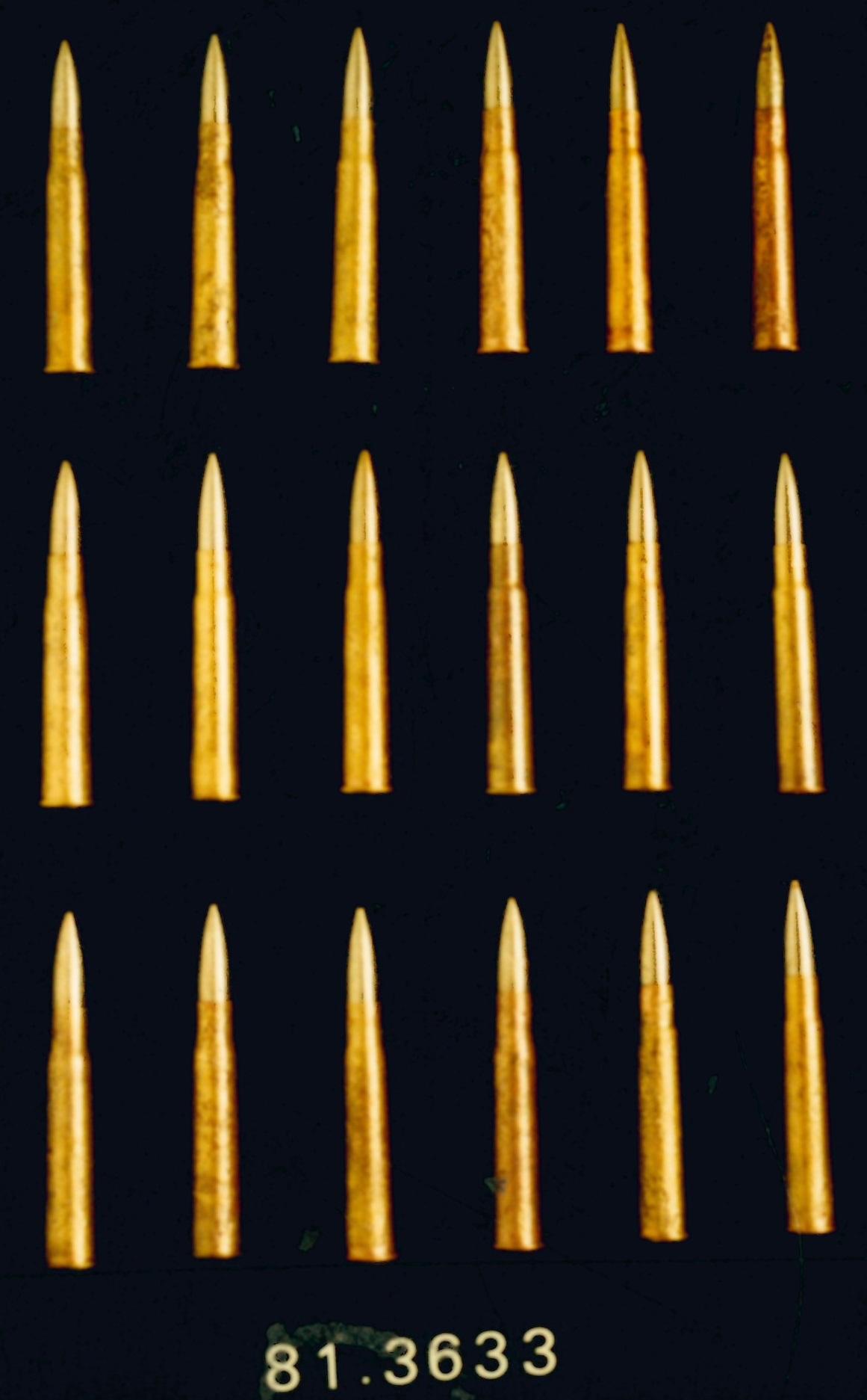 18 cartuchos calibre .303 British