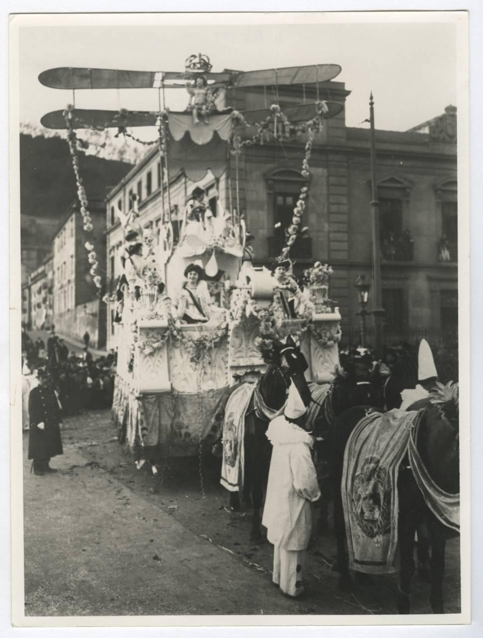 Carroza de un carnaval entre 1900 y 1910