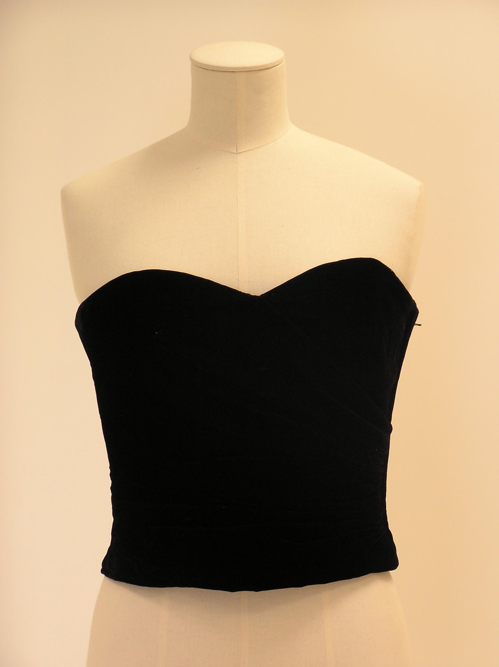 Cuerpo-corpiño en terciopelo negro