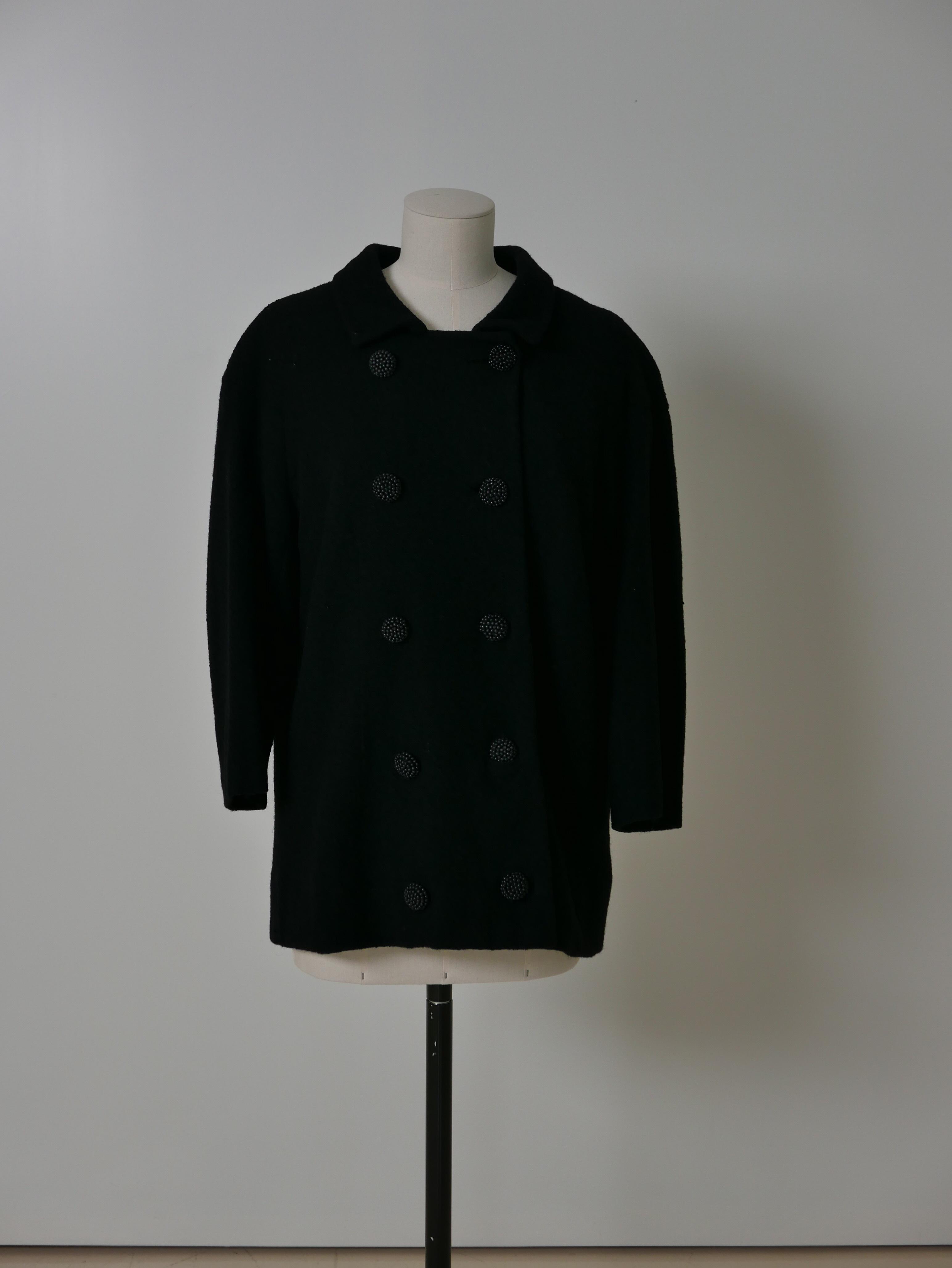 Chaqueton en lana negra con botonadura doble