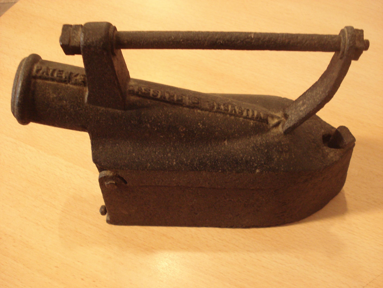 Plancha de carbón grande con chimenea