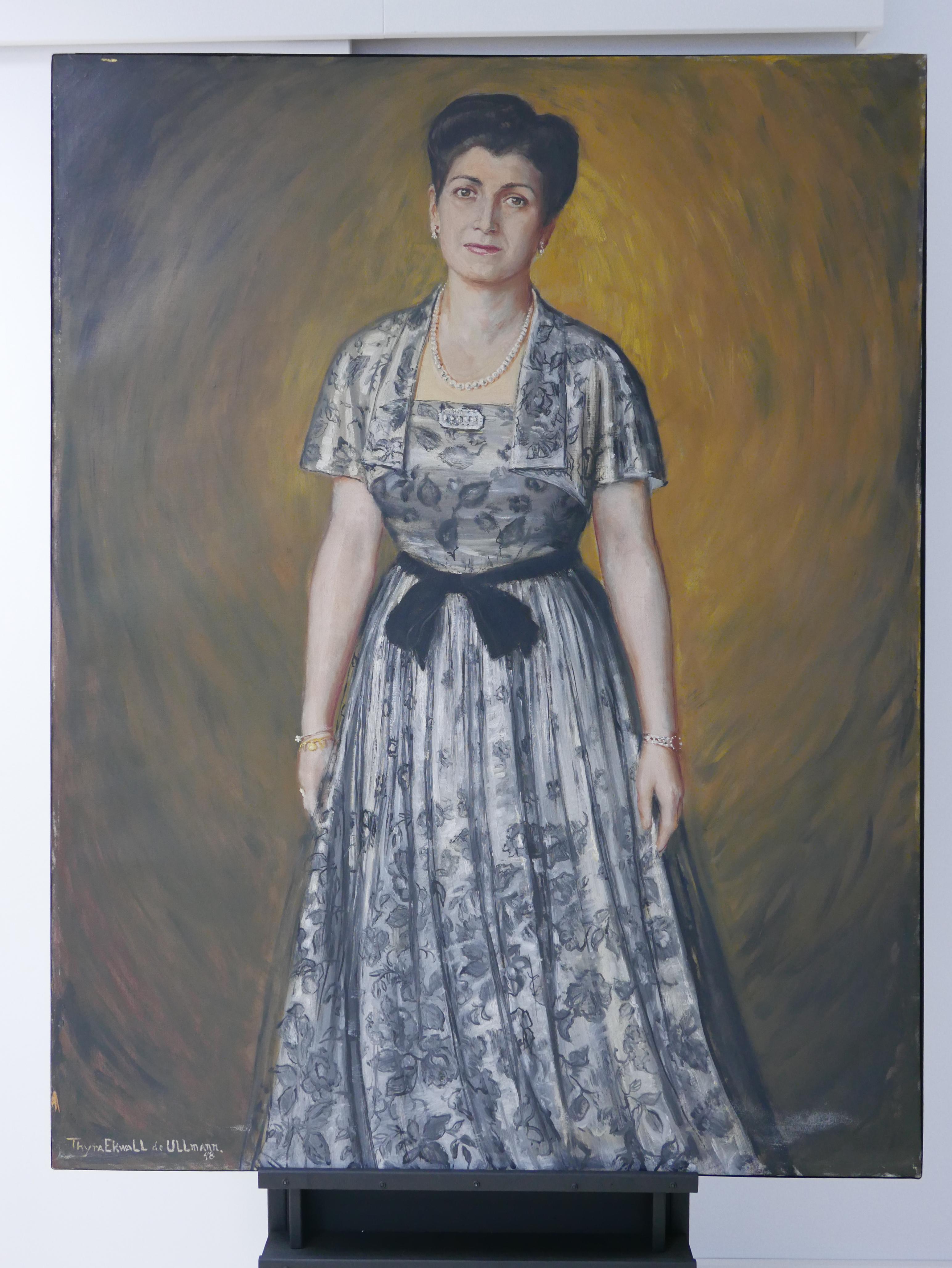 Retrato de Simona Olasagasti vestida por Balenciaga