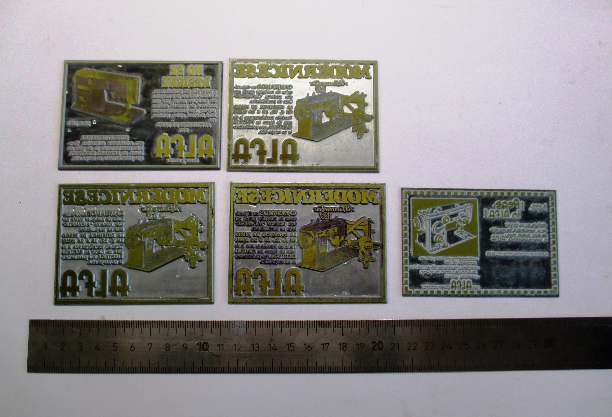 Conjunto de 5 placas metálicas para impresión.