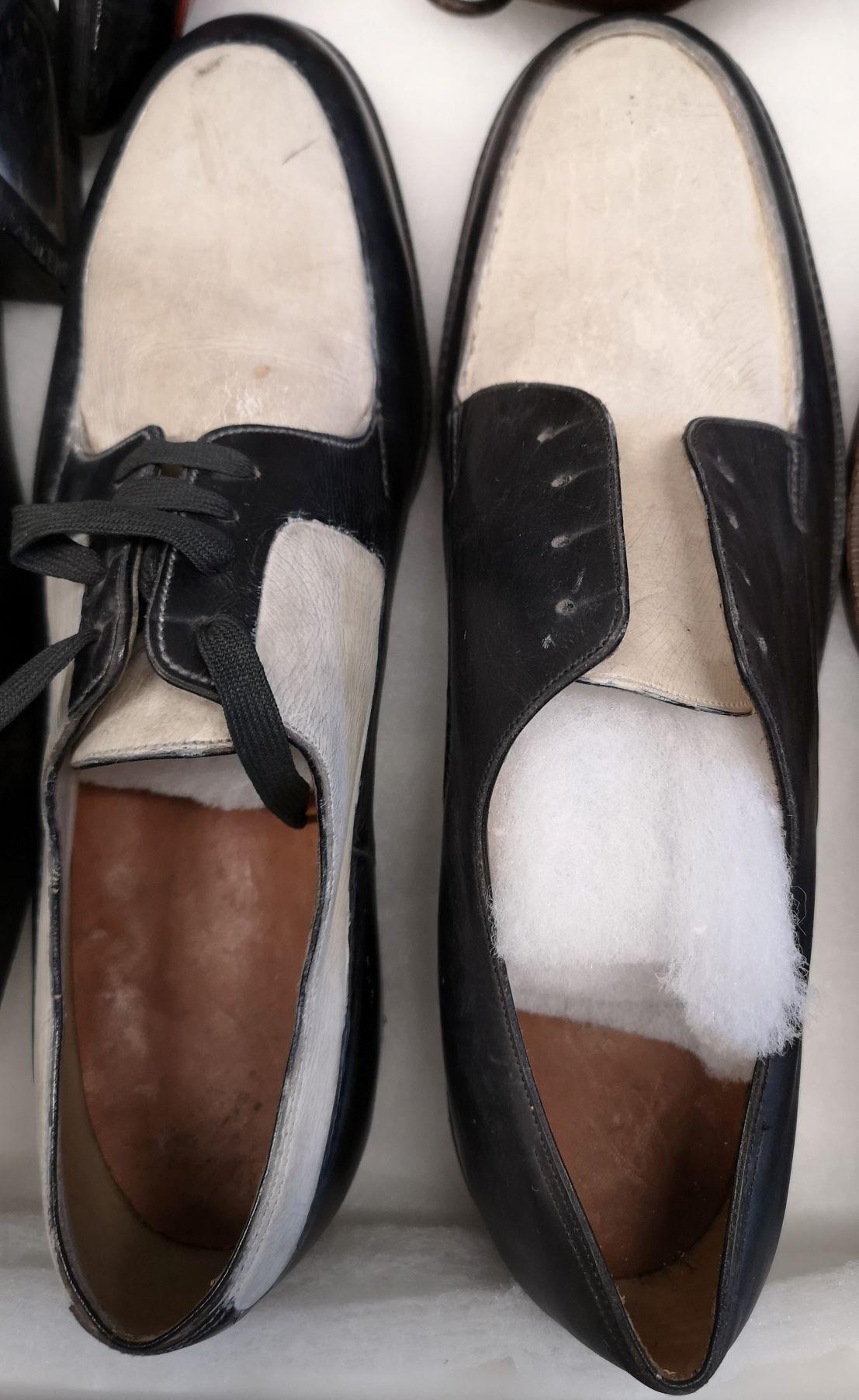 Par de zapatos bicolor