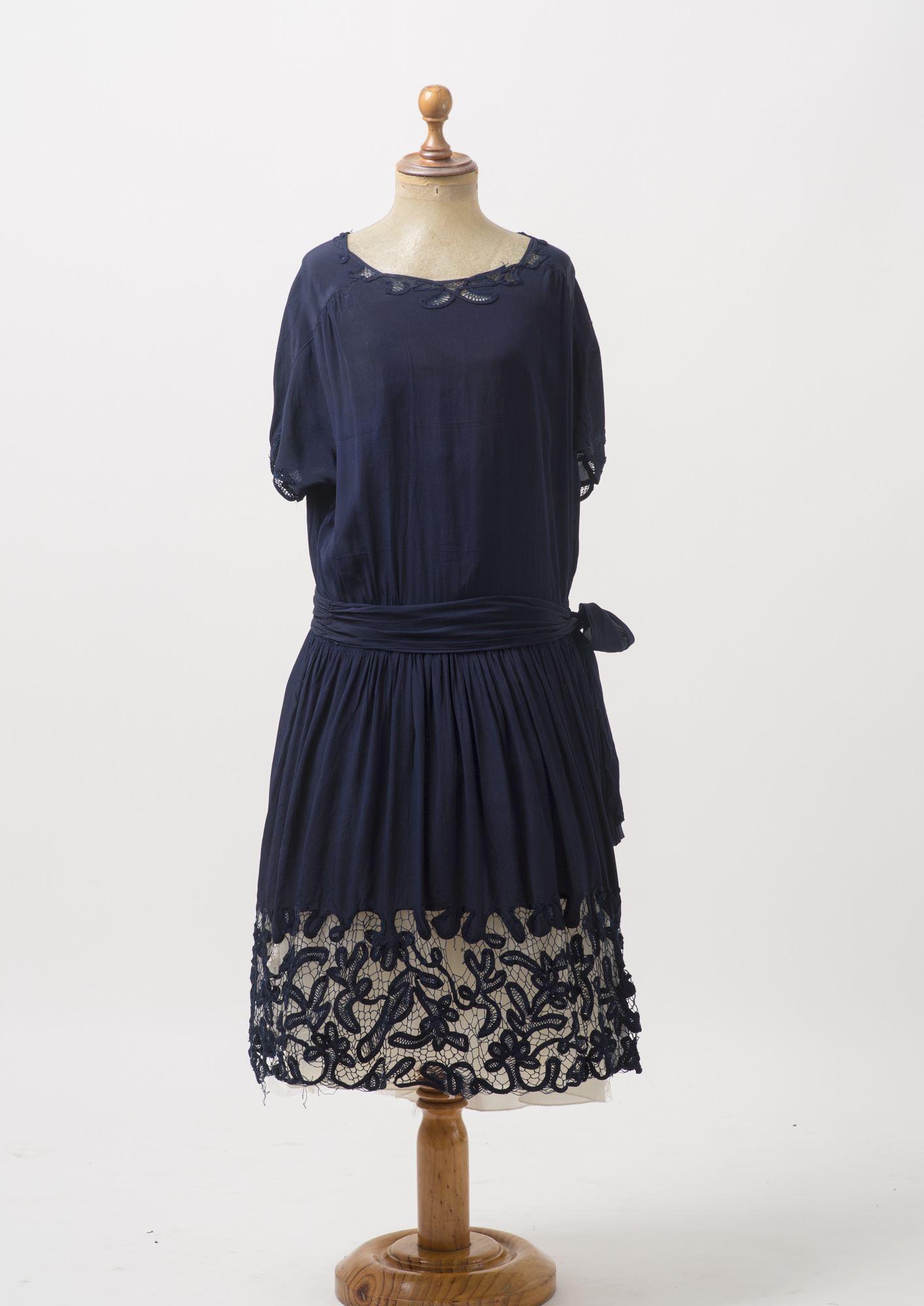 Vestido de seda azul marino