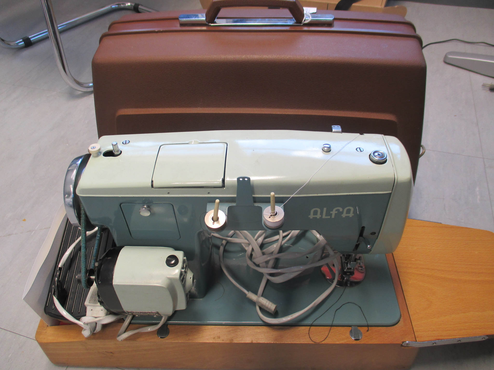 Maquina de coser ALFAMATIC 109 de ALFA.