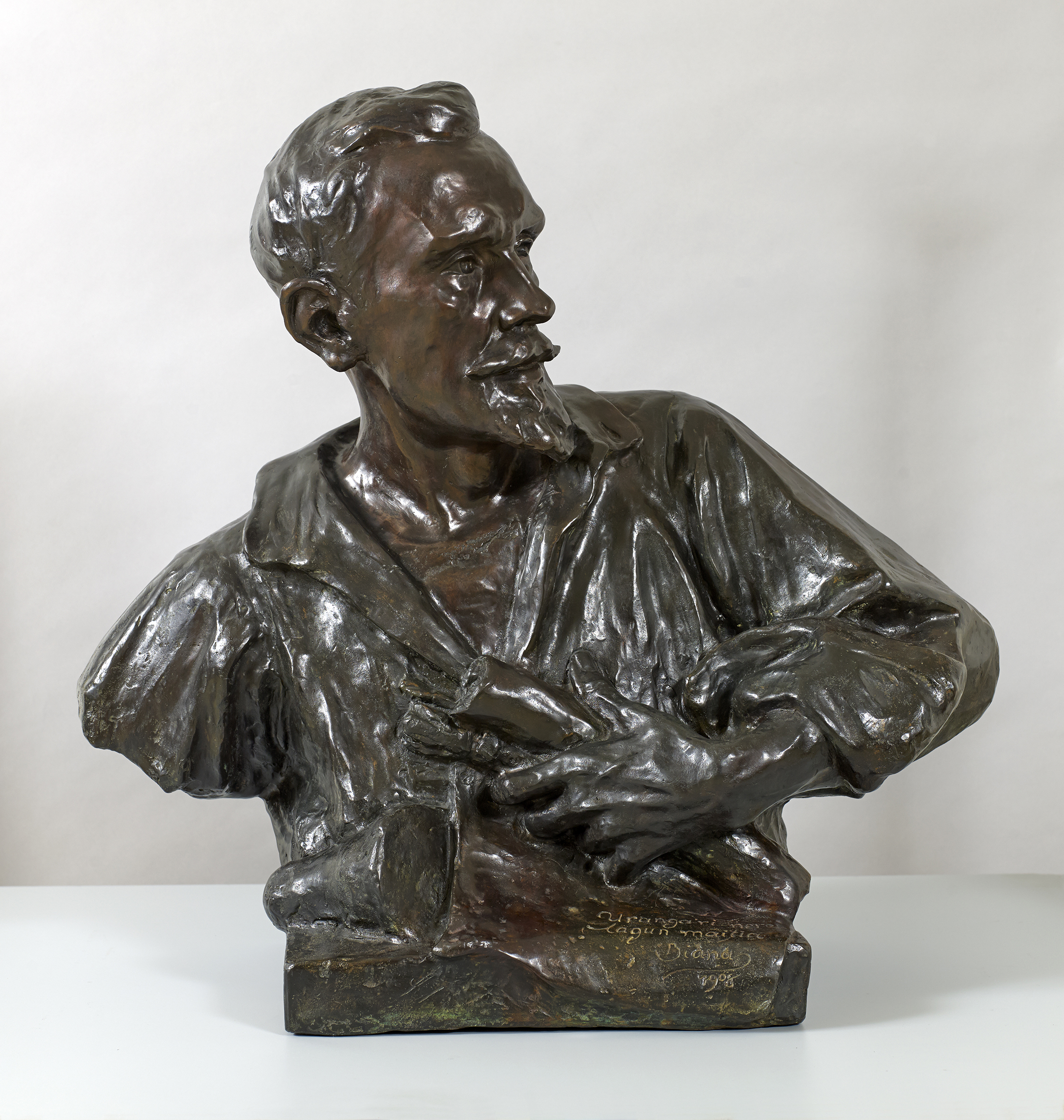 Pablo Urangaren bustoa